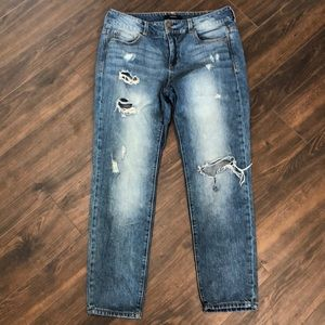 ❤️3 for $20- F21 Distressed Jeans- size 28